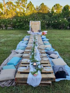 Newest Screen outdoor Bridal Shower Concepts A new bridal shower is an excellent, celebratory occasion enabling the bride's close family and fr dinner outfit Outside Bridal Showers, Picnic Bridal Showers, Backyard Birthday, Picnic Birthday, Boho Birthday, Garden Party Decorations, Bridal Shower Decorations, Dinner Party Outfits, Picnic Theme