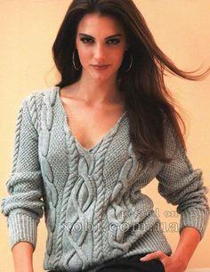 серый пуловер с аранами