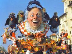 Nel 1998, a Viareggio, Silvano e Alessandro Avanzini realizzarono, in onore del Nobel conseguito, questo carro allegorico che vinse il primo premio di quell'edizione del Carnevale. Fo era un amico storico della manifestazione, alla  quale ha anche più volte collaborato.