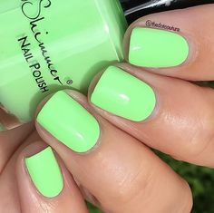 So in love with this pastel neon green!!! This is Ready For A Good Lime from the @kbshimmer Summer 2016 collection, available now from @harlowandco! This is 2 coats, no white base necessary.  Code JENNY10 will give you 10% off ALL the KBShimmer goodies at www.harlowandco.org