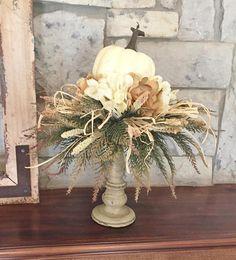 Pumpkin Arrangements, Fall Floral Arrangements, White Pumpkins, Fall Pumpkins, Thanksgiving Decorations, Holiday Decorations, Autumn Decorating, Decorating Ideas, Fall Table