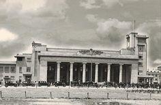 Gara de Nord, clădirea care n-ar fi trebuit să existe, împlineşte azi 141 de ani! Little Paris, Bucharest, Under Construction, San Francisco Ferry, Romania, Nostalgia, Architecture, Building, Travel