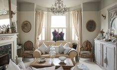 Home Makeover: Victorian Townhouse Doubles As Antique Showroom