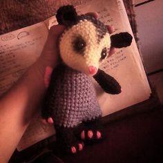 Tlacuache/ Opossum amigurumi. Crochet. <3 #crochet #crocheting #crochetersofinstagram #lunhadagitana #opossum #amigurumi