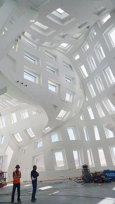 Cleveland Clinic Lou Ruvo Center For Brain Health Architecture Design, Architecture Antique, Amazing Architecture, Contemporary Architecture, Design Architect, Chinese Architecture, Architecture Office, Futuristic Architecture, Contemporary Building