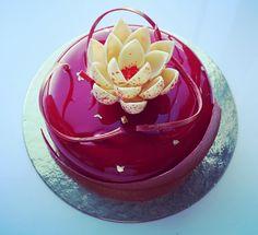 mirror flower cake Mini Cakes, Cupcake Cakes, Chocolate Work, Decoration Patisserie, Mirror Glaze Cake, Cake Name, Pastry Art, Donut Glaze, Crazy Cakes