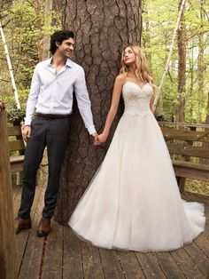 Rebecca Ingram - VIRGINIA Strapless A-Line Wedding Dress. You're classic and feminine, and you need a shimmery sweetheart gown to match. Cue this strapless A-line wedding dress in delicate lace and sparkle tulle. Affordable Wedding Dresses, Cheap Wedding Dress, Designer Wedding Dresses, Bridal Dresses, Satin Mermaid Wedding Dress, Sheath Wedding Gown, Backless Wedding, Wedding Dress With Pockets, Perfect Wedding Dress
