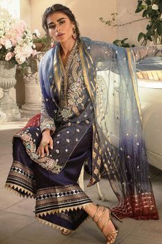 Fascinating Formals by Annus Abrar are an indulgence to wear. Pakistani Fashion Party Wear, Pakistani Formal Dresses, Pakistani Couture, Pakistani Dress Design, Pakistani Outfits, Indian Dresses, Indian Outfits, Indian Fashion, Stylish Dresses