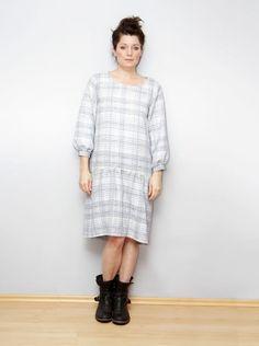 schnittchen Schnittmuster Bluse Sophie #patternhack Eigentlich ist Sophie eine feine Bluse mit rundem Halsauschnitt und leicht gepufften, kurzen Ärmeln. Schnell und einfach ist Sophie aber auch in ein Kleid mit langen Ärmeln verwandelt und mit Strumpfhose und Stiefeln auch wintertauglich … weiterlesen
