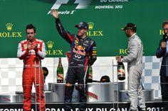 Sebastian Vettel salue la foule sur le podium #canada2013