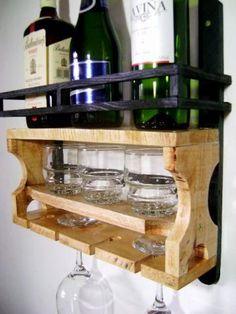 Adega linda feita em madeira de Pallet, uma ótima peça para decorar sua casa além   também  de ser ecologicamente sustentável