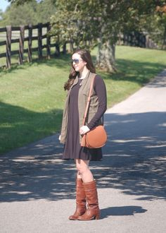 Old Navy Dress & Bag / Target Vest / Frye Boots // Helen Loves Old Navy Dresses, Fall Dresses, Frye Boots, Everyday Fashion, Saddle Bags, 30th, Fall Winter, Tote Bag, How To Wear