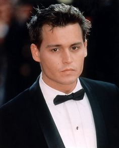Johnny Depp ♥ My ultimate celebrity crush, hands down. I watch every movie he's ever in, even if it's a 3 second cameo. I know. It's bad. Anyway, enough about me *Swoooon* ♥