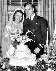 Barbara Bush, Laura Bush, Presidents Wives, American Presidents, American History, Celebrity Couples, Celebrity Weddings, Air Force One, Bush Wedding