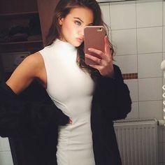 ✨Mirror selfies are the best! ✨ #ilumicase #ledcase #mirrorselfie #selfie #ledselfiecase