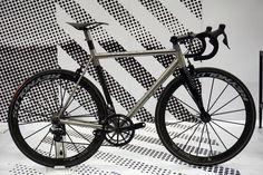No22 Reactor titanium and carbon race road bike
