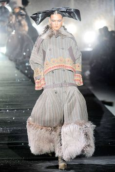See the complete John Galliano Fall 2010 Ready-to-Wear collection.