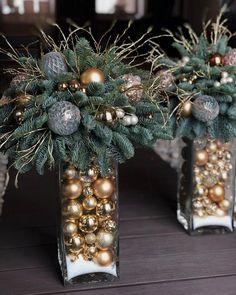 Christmas Flower Arrangements, Christmas Flowers, Noel Christmas, Christmas Projects, Simple Christmas, Christmas Wreaths, Christmas Ornaments, Christmas Planters, Christmas Room
