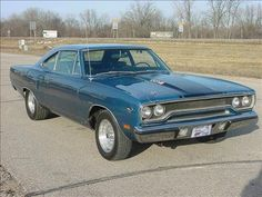 1970 Plymouth Roadrunner 440-6pak Jeffy had  one...let me drive....you can't find THAT kind of power anymore!!!!!