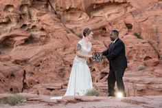 #valleyoffirewedding #desertwedding #lasvegaswedding #photographer #wedding #elope #destinationwedding #mobilewedding