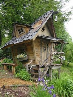 Such a neat #playhouse.  Can't stop looking at this one...