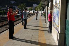 Paparazzi am Bahnhof in Pinhao, Douro-Tal