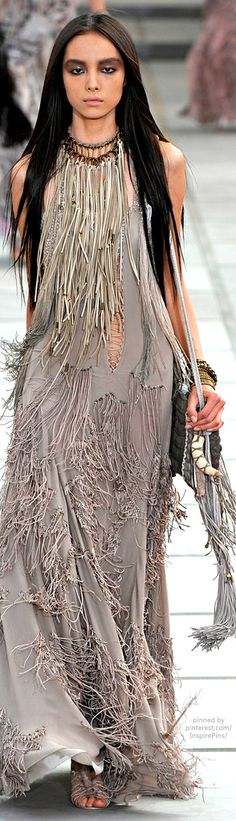 Spring 2011 Ready-to-Wear Roberto Cavalli - Fringe in Fashion Fringe Fashion, Love Fashion, Trendy Fashion, Runway Fashion, Fashion Show, Fashion Design, Style Fashion, Fashion Outfits, Gypsy Style