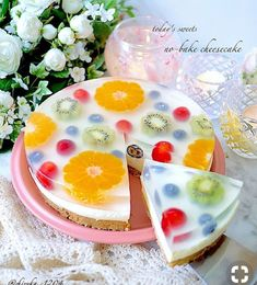 A Lemon Tart centerpiece, decorated with seasonal, thematic flowers. Who wouldn't love this spring dessert? Yummy Treats, Sweet Treats, Yummy Food, Tasty, Jello Recipes, Cake Recipes, Dessert Recipes, Jelly Desserts, Asian Desserts
