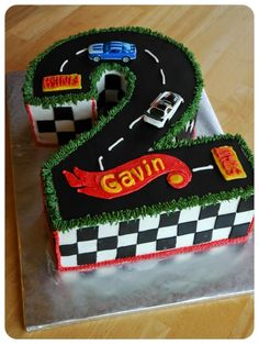 Hot Wheels Birthday cake decoration idea@Heather Wulfemeyer Cute Idea for Warren's 4!?