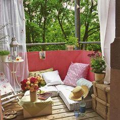 balkon ideen mit sichtschutz und sitzkissen