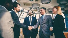 20 frases de exitosos que empoderaran tu liderazgo:  Puede ser su filosofía de vida, la cultura de su empresa, una enseñanza de niño o un simple pensamiento del momento. Estas frases te ayudarán a empoderar al líder que llevas dentro para hacer de él, un ejemplo a seguir.