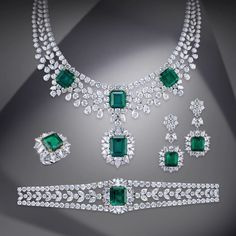 For over a century, Mouawad has been creating unique Masterpieces for its exclusive clientele. Gems Jewelry, Emerald Jewelry, Pandora Jewelry, Diamond Jewelry, Unique Jewelry, Jewelry Sets, Jewelry Design, Diamond Choker, Indian Wedding Jewelry
