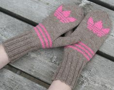 Go look at our internet-site for a whole lot more in regards to this exceptional photo Easy Knitting, Knitting Socks, Knitting Needles, Knit Mittens, Knitted Blankets, Knitted Hats, Cheap Yarn, Knitting Projects, Arm Warmers