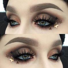 Bronze stars ✨  I used @meltcosmetics dark matter stack | @inglot_cosmetics body pigment powder 51 and kohl pencil 01 | @diamond_japney lashes desired | @dependcosmetic eyebrow pomade in taupe | @pandurohobby.se glitter stars ✨  #vegas_nay #wakeupandmakeup #fiercesociety #dressyourface #hudabeauty #makeupartist #makeupartistworldwide #makeupmafia #makeupartistsworldwide