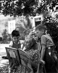 Two Tintin Lovers and their grandmother, 1952 People Reading, Kids Reading, Love Reading, Reading Books, Old Pictures, Old Photos, I Love Books, Books To Read, Ralph Gibson