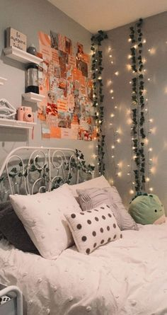 Cute Bedroom Decor, Bedroom Decor For Teen Girls, Room Design Bedroom, Teen Room Decor, Room Ideas Bedroom, Neon Bedroom, Bedroom Inspo, Tumblr Room Decor, Aesthetic Room Decor