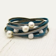 Blu brillante & argento perla Leather Wrap bracciale di byjodi, $97.00
