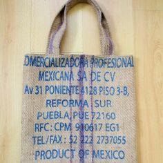 Tote bag en toile de jute Porté épaule ou main, anses 57 cm Largeur 37cm ; Hauteur 37 cm Toile de jute Doublure coton fleuri type liberty 100% Re fabriqué en France