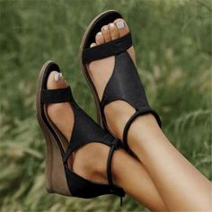 Cuir Vintage, Vintage Leather, Leather Wedges, Leather Sandals, Pu Leather, Cute Shoes, Me Too Shoes, Pretty Shoes, Look Fashion