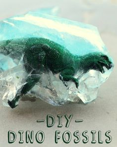 DIY Dino Fossils - the kids loved doing this! Great idea for parties! All you need is some water and a dinosaur toy! Dinosaur Activities, Dinosaur Crafts, Dinosaur Fossils, Fun Activities, Kid Activites, Preschool Themes, Dinosaur Party, Dinosaur Birthday, Projects For Kids