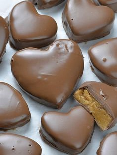 This Reese's Peanut Butter Valentine's Heart recipe is super simple and easy to make. But these cute chocolate peanut putter hearts are melt-in-your-mouth