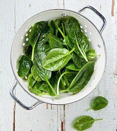Omelet met spinazie. Probeer dit heerlijke koolhydraatarm ontbijt. ✓ gezonde keus ✓ gezonde recepten ✓ afvallen ✓ Spinazie