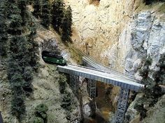 Google Image Result for http://0.tqn.com/d/modeltrains/1/0/s/1/-/-/Feather_River_1.jpg