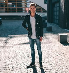 Everyone needs a leather jacket. They never go out, always a good look no matter the season. Find your Inspiration @ #DapperNDame Pinterest. dapperanddame.com