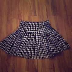 Houndstooth Winter Skirt 100% acrylic skirt by Candies= super form flattering & very comfortable. Perfect condition, ships immediately! 🎁🎁 MYSTERY BOX INCLUDED:) Candie's Skirts