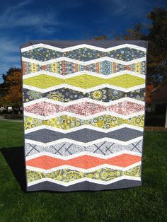 I made another new wave quilt! :) I love this pattern and wanted a bit smaller one for the couch. (My other new wave quilt is here .) I lo...