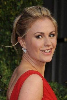 Anna Paquins blonde, updo hairstyle