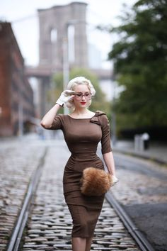 Glasses can be an adorable accessory, especially when your outfit is a little inspired by the bombshell of bombshells! Vintage Outfits, Vintage Dresses, Stop Staring Dresses, Retro Fashion, Vintage Fashion, Divas, Vintage Mode, Classy Women, Sexy Hot Girls