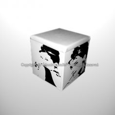 Pouf Audrey Hepburn pop art dipinto a mano. Audrey Hepburn, Tissue Holders, Facial Tissue, Decorative Boxes, Originals, Crates, Decorative Storage Boxes