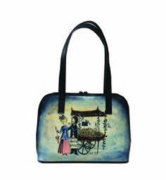 Ručne maľovaná kabelka 8574 s motívom Milenci na lavičke - modrá
